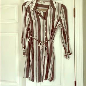 Button up dress perfect for leggings
